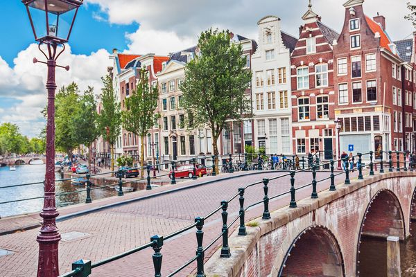 Amsterdam Bro Shutterstock 524941558 Under 10Mg